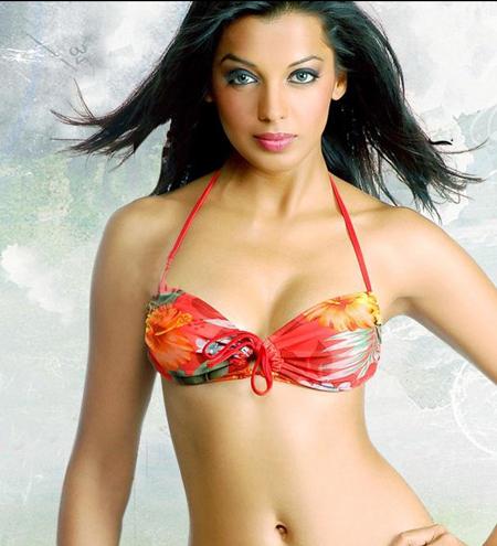 India Sexy Actress Mugdha Godse