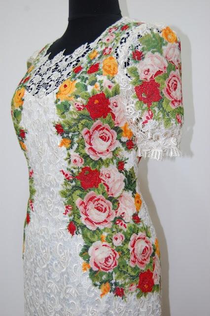 Сукня вишивка і мереживо, зроблена у Львові, Україна