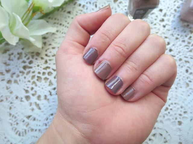a picture of Wet n Wild Mega Last Nail Color vs Essie Merino Cool nail polish (swatch)