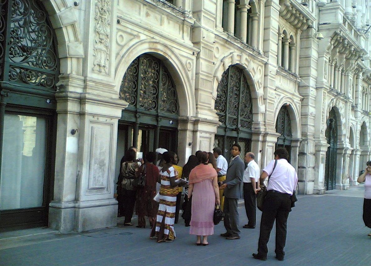 Matrimonio In Rumeno : Nomdeplume lui rumeno lei africana sposi a trieste