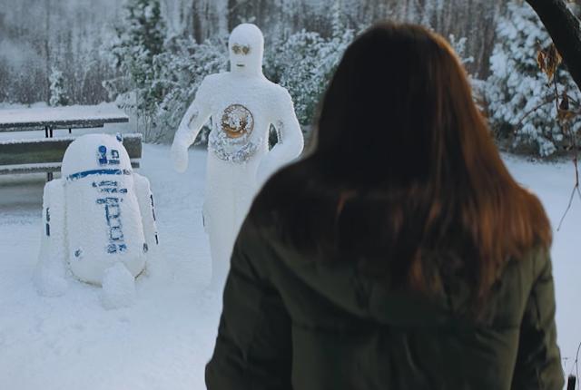 R2-D2 und C3PO als Schneemänner im Kaufland Star Wars Werbefilm