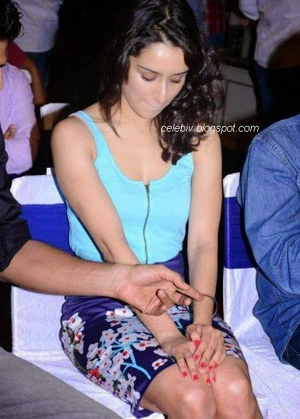 shraddha kapoor short tight skirt