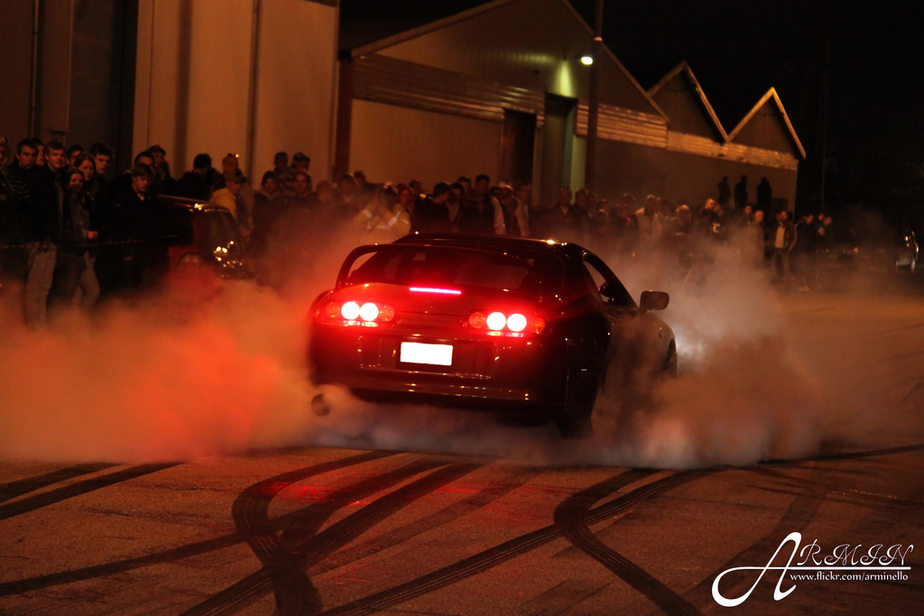 Toyota Supra MK4 JZA80, nocna fotografia, samochody nocą, auta po zmroku, wieczorem, mrok, japońskie, motoryzacja, JDM, tuning, zdjęcia, photos, at night, cars, photography, 夜間撮影