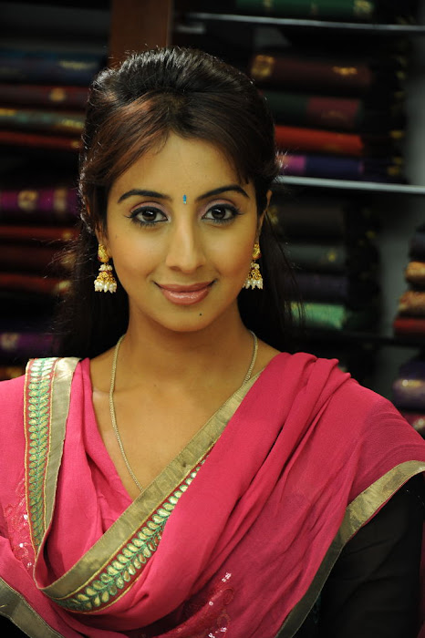 sanjana gorgeous