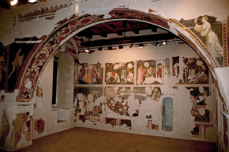 La Camera Pinta, cavalieri e dame nei boschi e a cavallo; i fiori ornano l'arco trionfale al centro della stanza