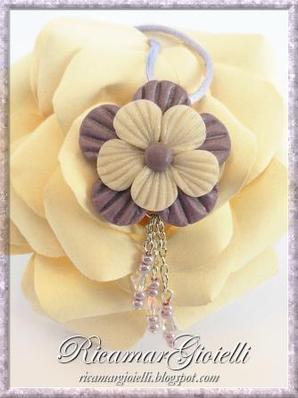 Orecchini e ciondolo a fiore in pasta di mais