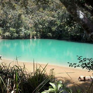 danau yang beda warna di indonesia