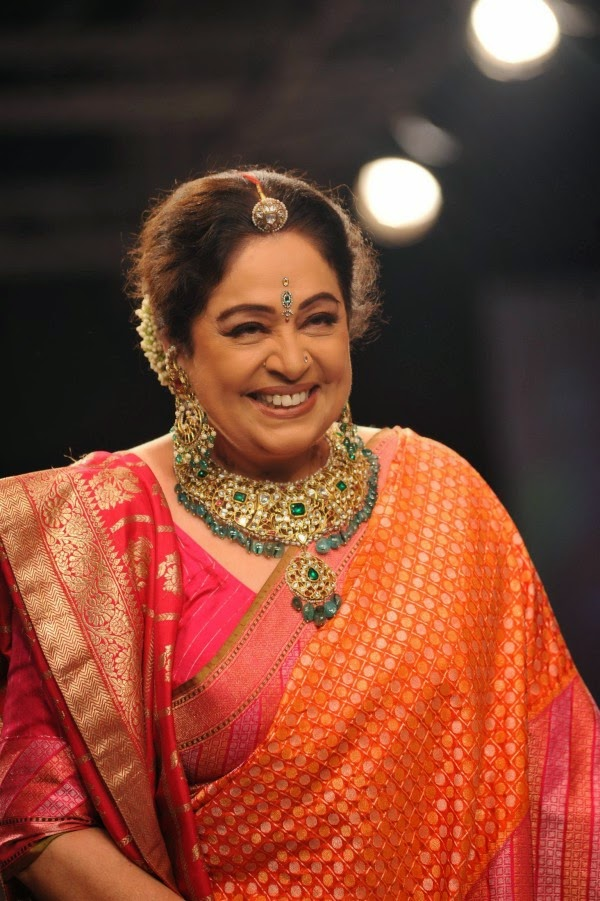 Kirron Kher showcases Gaurang`s collection