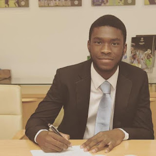 Pic: Nigerian football star, Fikayo Tomori signs professional contract with Chelsea