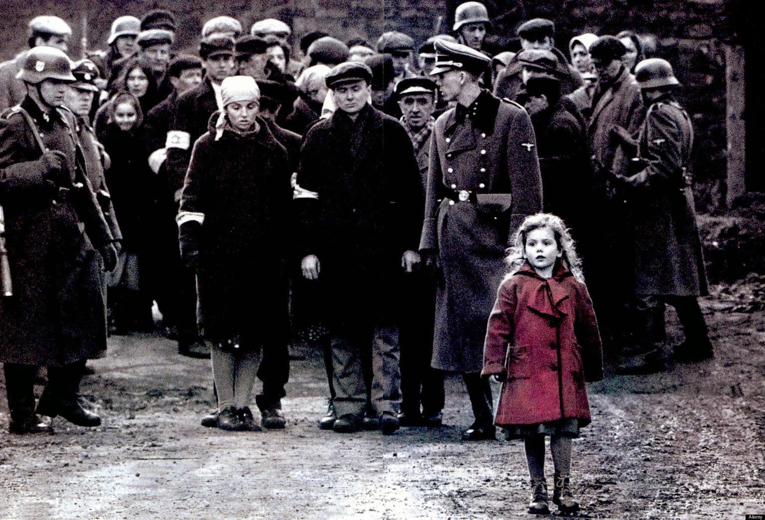 Petite fille en rouge dans La Liste de Schindler de Spielberg
