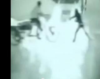 video malaikat tertangkap kamera cctv selamatkan pria