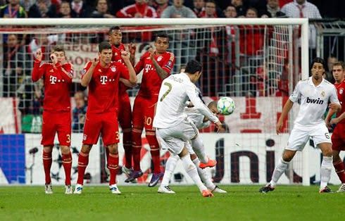 Cristiano Ronaldo (0-4) Bayern 0 - Real Madrid 4 - 29/04/2014 Real Madrid Clasificado para la Final de Champions League. Guardiola la jugará en la PlayStation. NUEVO RÉCORD DE CRISTIANO RONALDO.