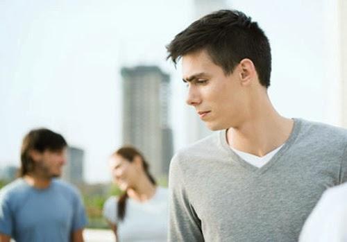 4 Alasan yang Membuat Pria Tidak Percaya Diri Terhadap Pasangan