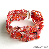 Фриформ-браслет в красно-розовых тонах - бохо-стиль