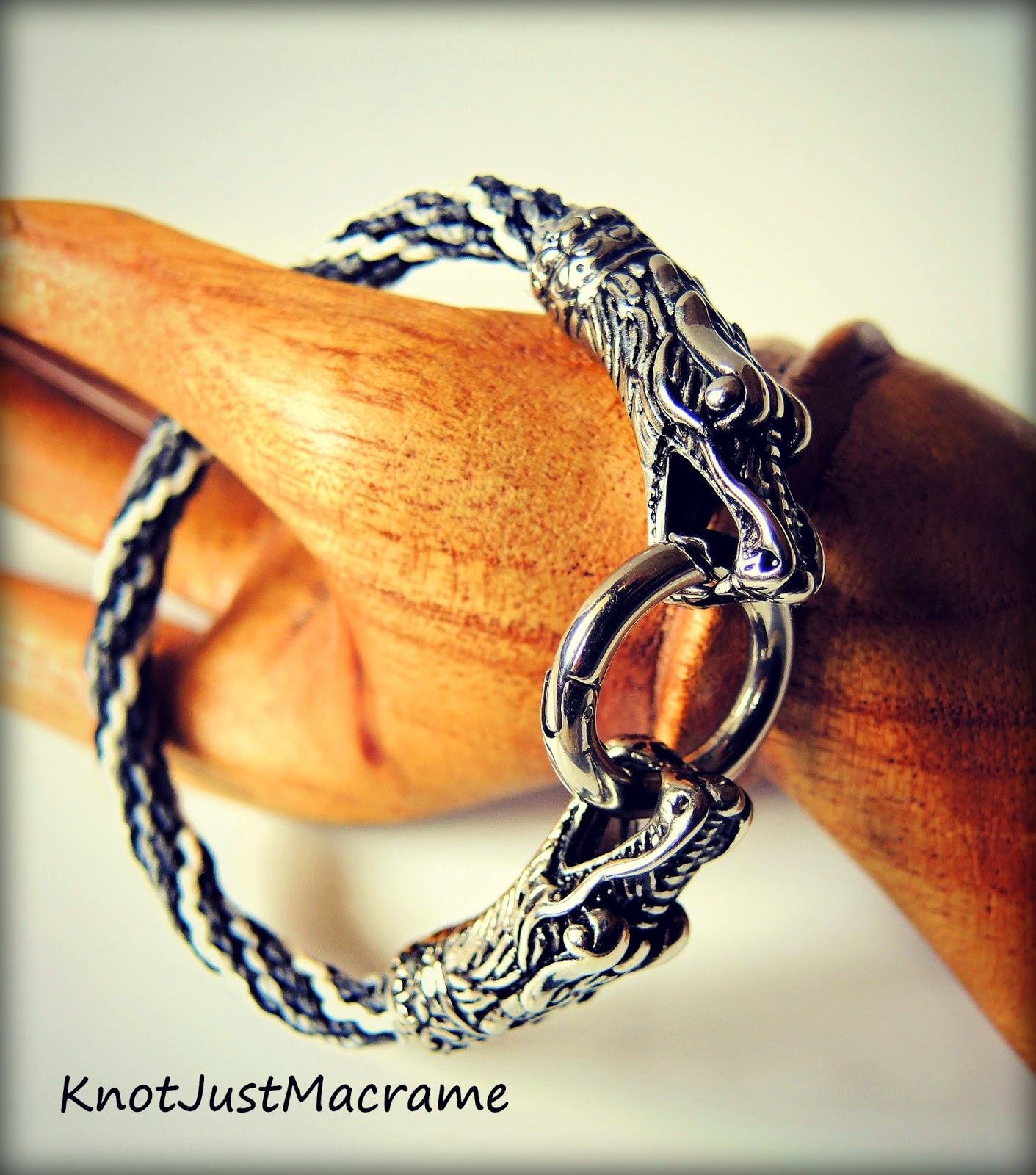 Micro macrame bracelet with dragon heads closure.