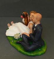 statuine torta nuziale milano sposini abbracciati cagnolini orme magiche