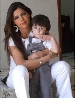 Hadiqa Kiani with her son - Pakistan celebrities