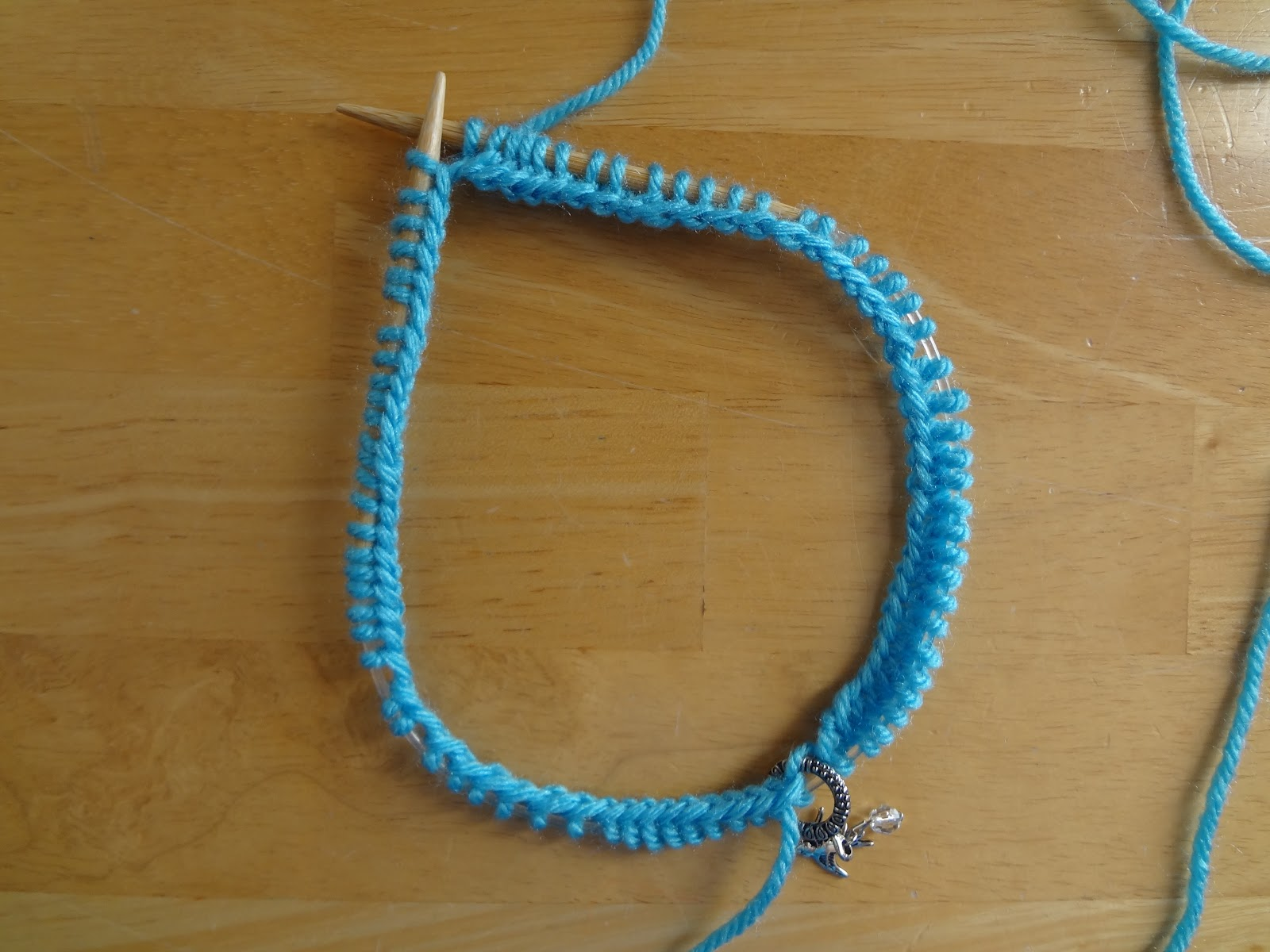 Knitting On The Round Circular Needles : Fiber flux how to knit in the round with circular needles