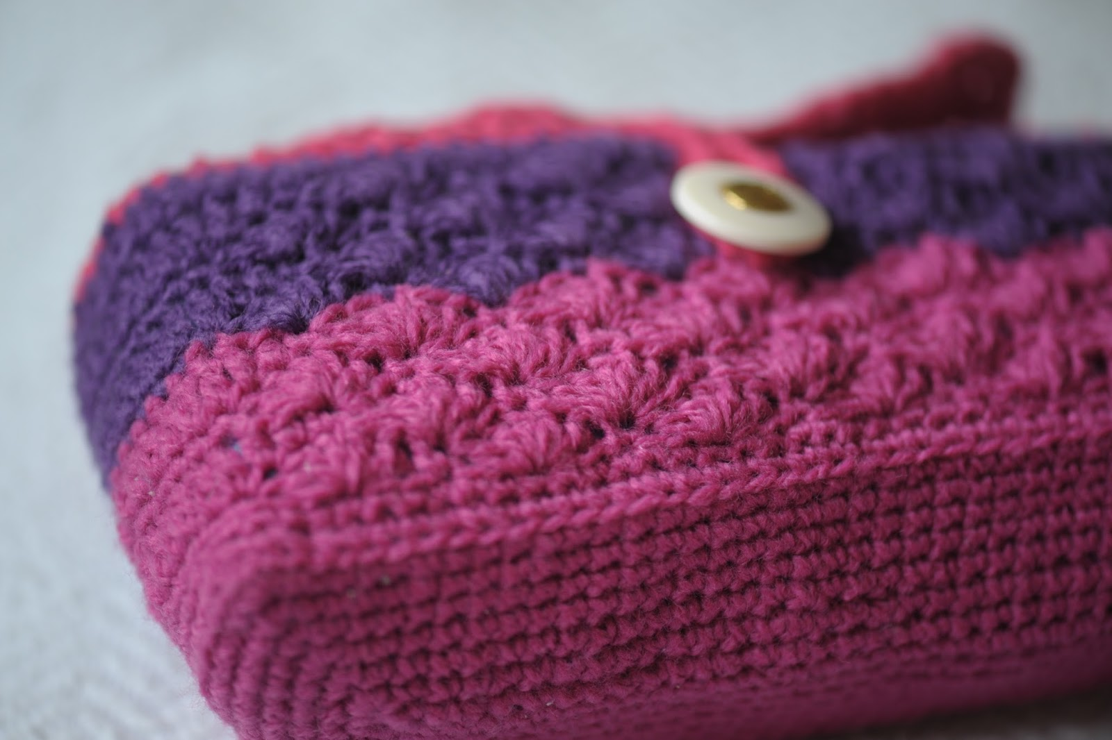 Crochet Cosmetic Bag Pattern : Its a crafty world!: Crocheted Toiletry Bag