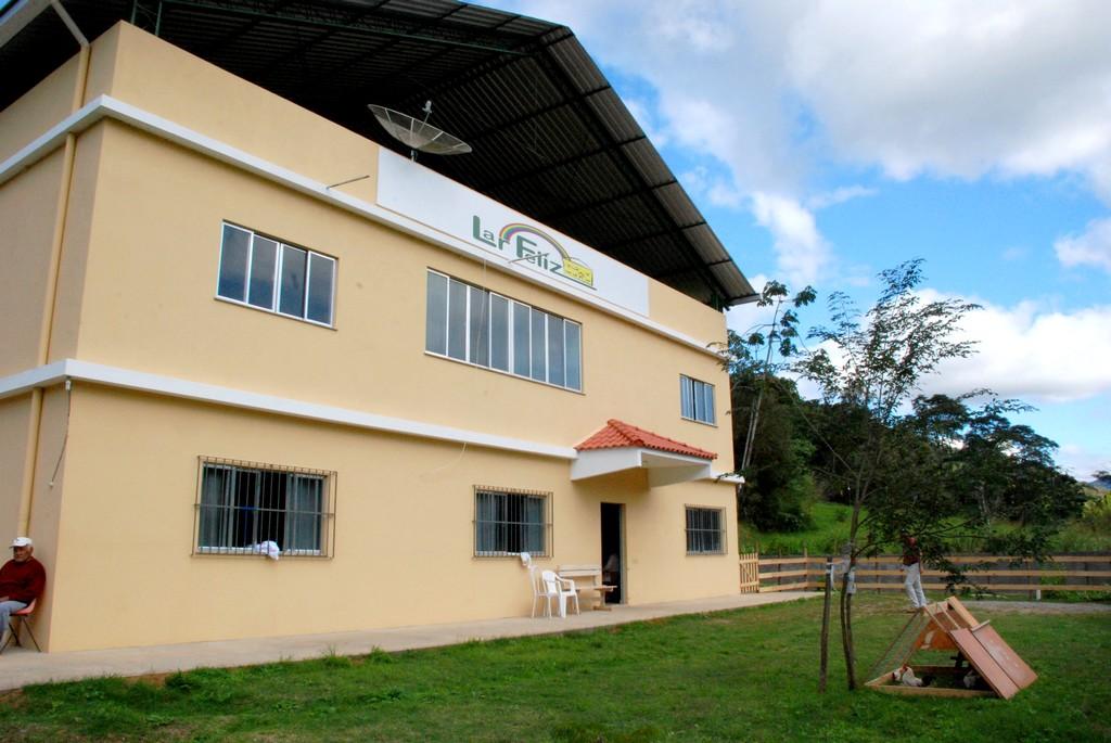 Lar Feliz Casa Evangélica para Idosos, em Providência (2º Distrito), recebe donativos dos expositores da Feirinha de Teresópolis