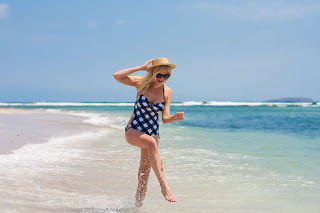 Kirsten Dunst Swimsuit, Kirsten Dunst Resort