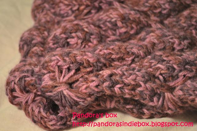 Handmade woolen scarf - detail