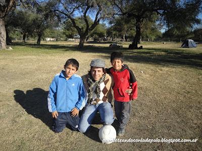 Una foto con los changuitos - Gambeteandoconladepalo