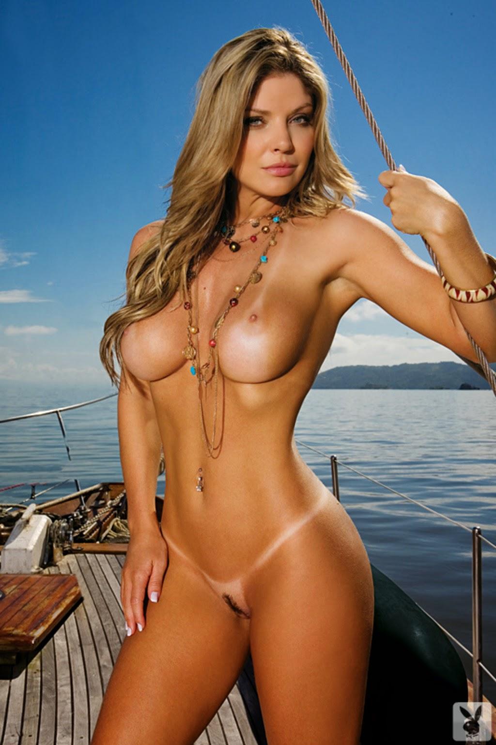 Esta Loira Sensacional Eibiu Toda Sua Beleza Nas P Ginas Da Revista