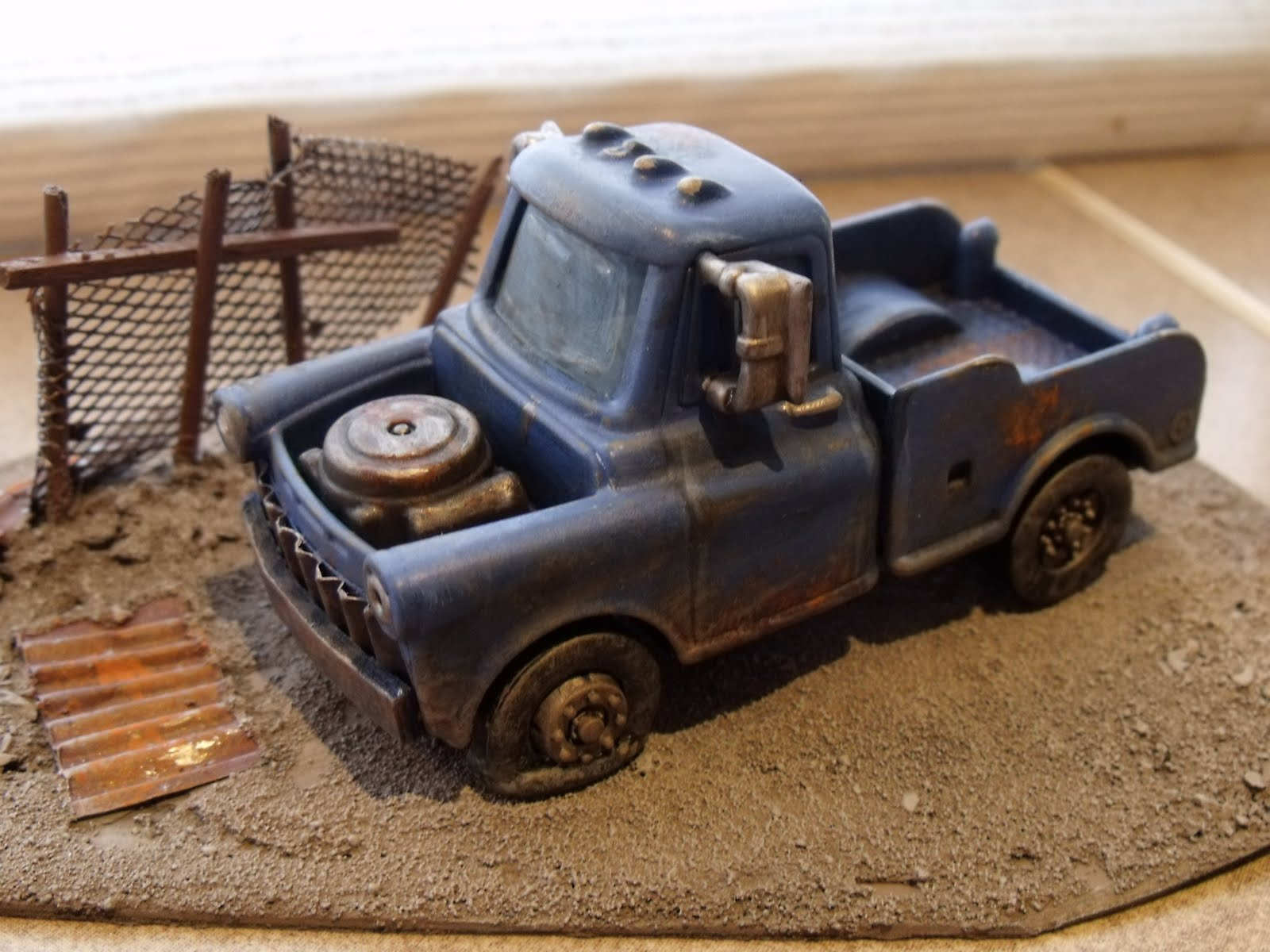 Four Colour Super Minis: Wrecked Car for my African Shanty