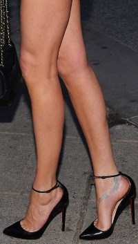 Nicole Trunfio Legs and Toe Cleavage