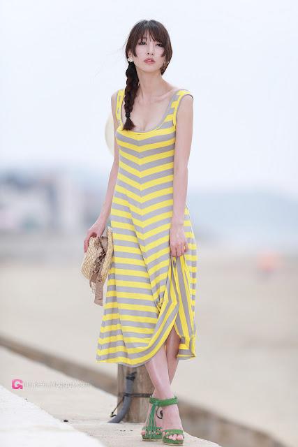 2 Lovely Shin Sun Ah Outdoor  - very cute asian girl - girlcute4u.blogspot.com