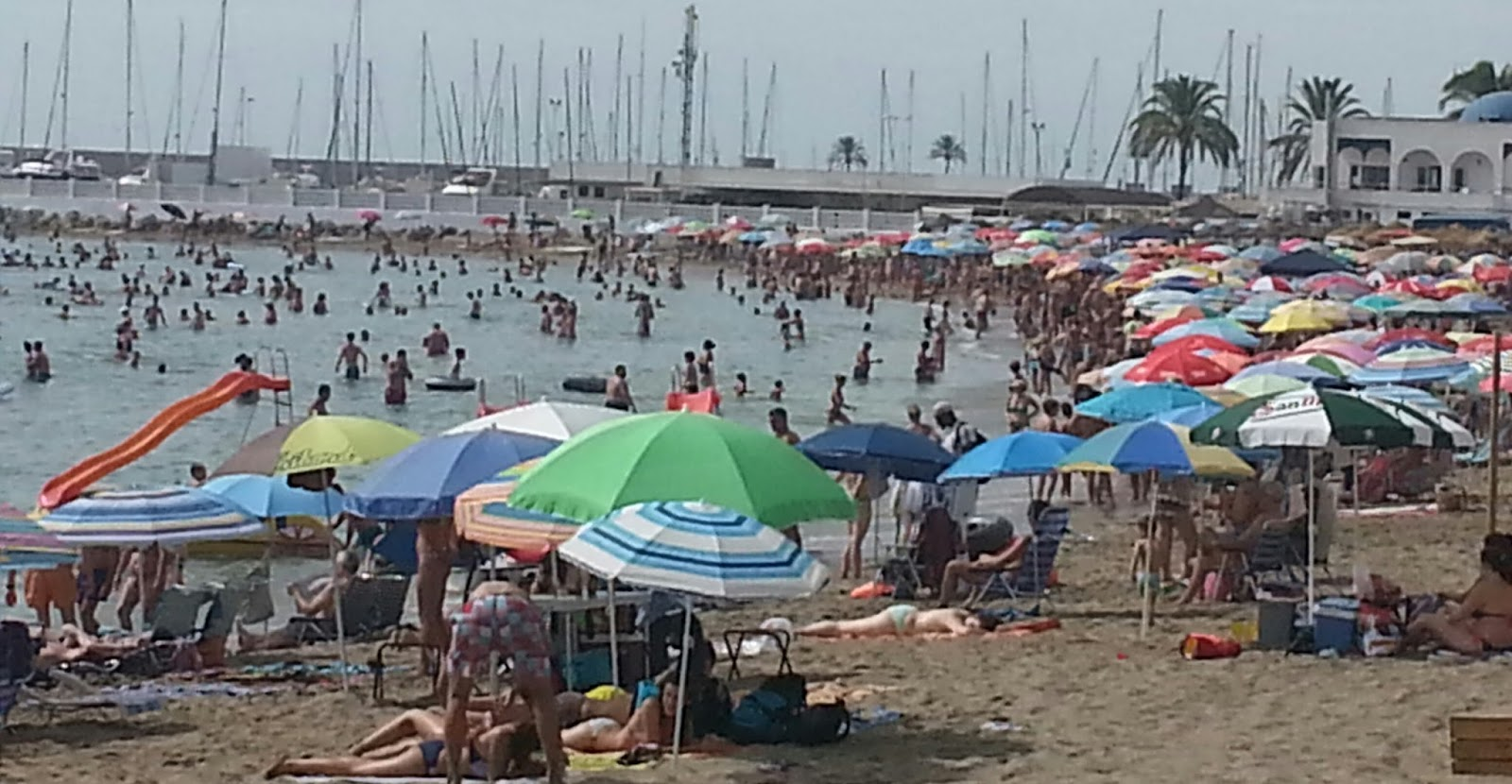 Asociaci n de mayores el tamujar silillos playa de for Piscina municipal torremolinos