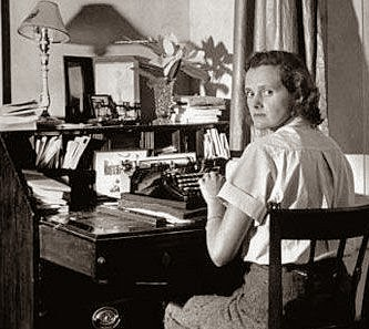rebecca du maurier essay questions Home → sparknotes → literature study guides → rebecca → study questions rebecca daphne du maurier contents summary + suggested essay topics.