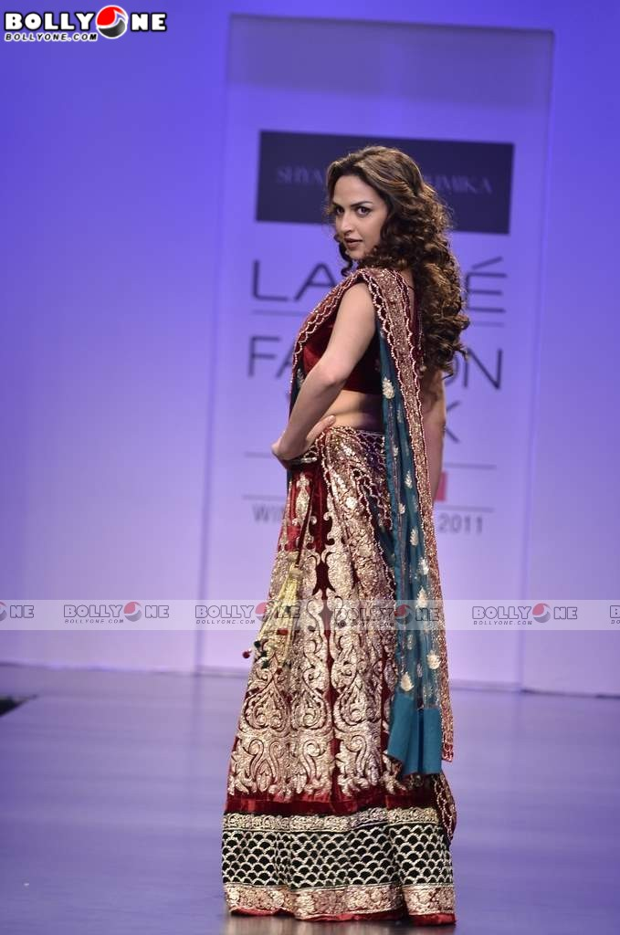 Esha Deol Walk for Shyamal and Bhumika At Lakme Fashion Week
