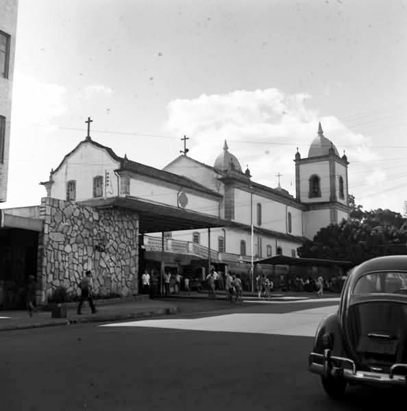 Fundos da Igreja Nossa Senhora da Piedade de Barbacena MG e Antiga Rodoviária