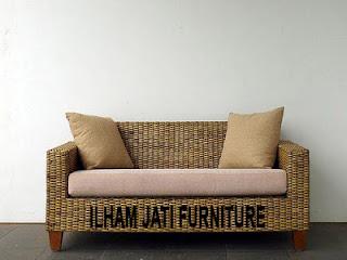 ... kombinasi rotan pada anyaman sebagai dudukan dan sandaran pada sofa