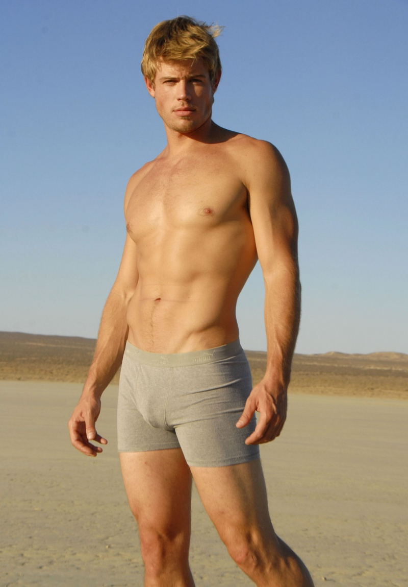 Guy Candy of the Day. The only gay character on 90210 is being written out ...