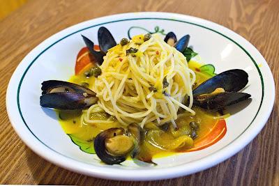 Mussels in Saffron-White Wine Sauce