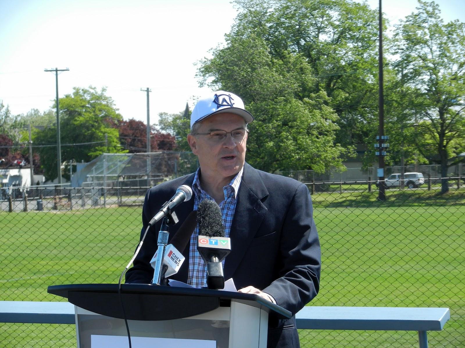 Ken Wilson (sportscaster)
