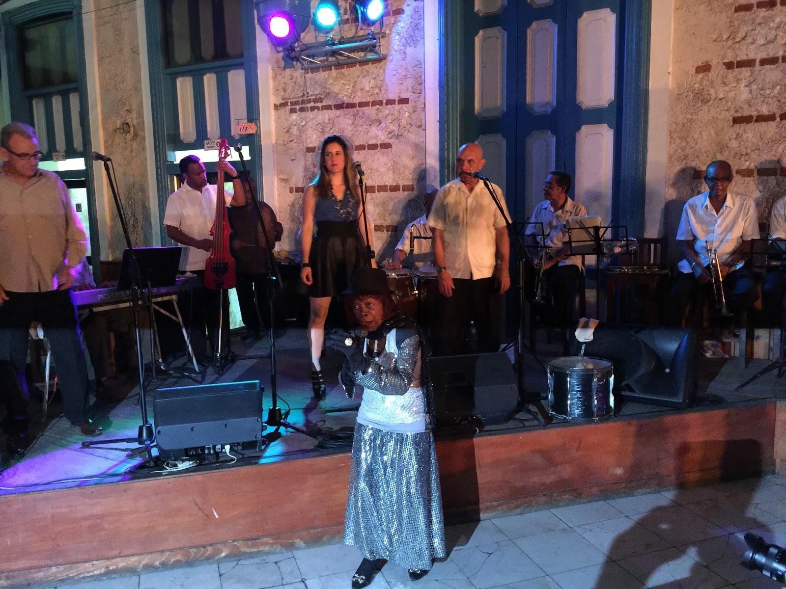 Küba, Afrika davullarının sesleriyle dans ediyor