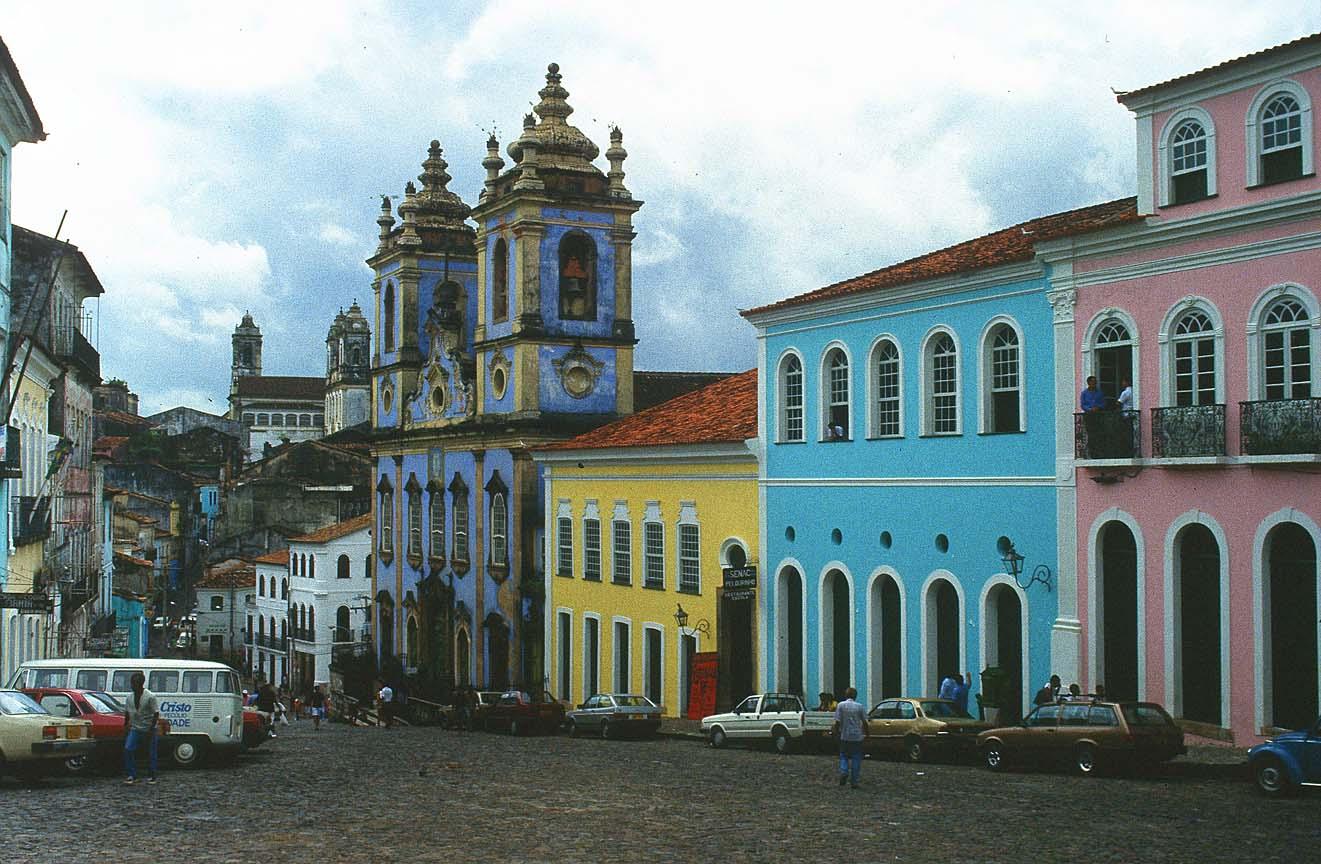 http://3.bp.blogspot.com/-33KtTOhswfo/Tc4Dhu8MPGI/AAAAAAAAAKc/qSXLfUtWJzU/s1600/salvador_da_bahia_church_brazil.jpg
