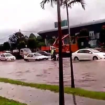 Banjir Kilat Di Padang Jawa Shah Alam 27 Okt 2014