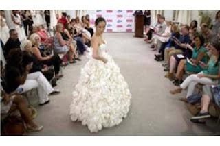 Gaun Pernikahan Ini Terbuat dari Kertas Toilet