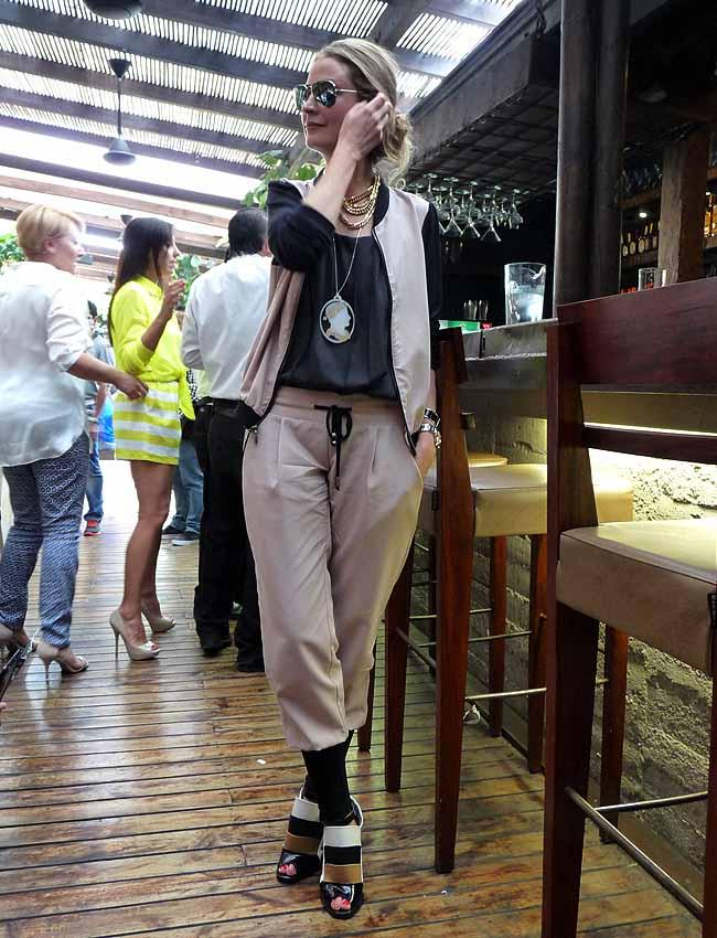 street-style-como-una-aparición-gloria-saldarriga-medellín-colombiamoda-fendi-shoes-arkitect-pink-filosofy-moda-colombia