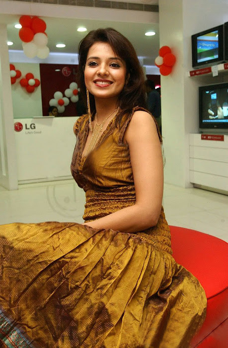 saloni in golden dress