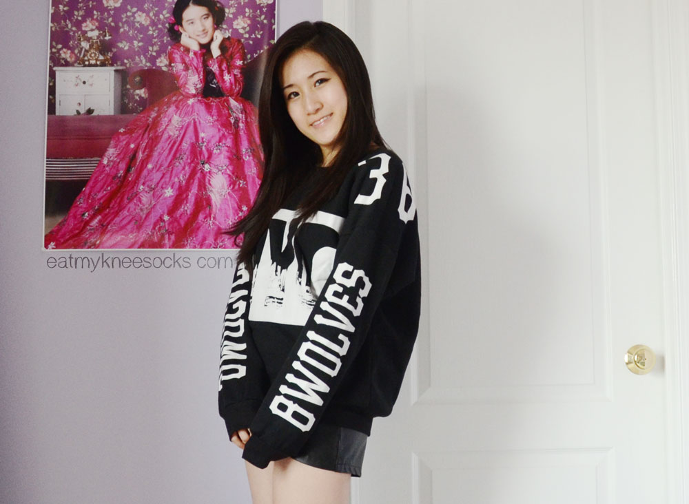 The printed NYC sweatshirt from JollyChic, with its contrasting black-and-white print.