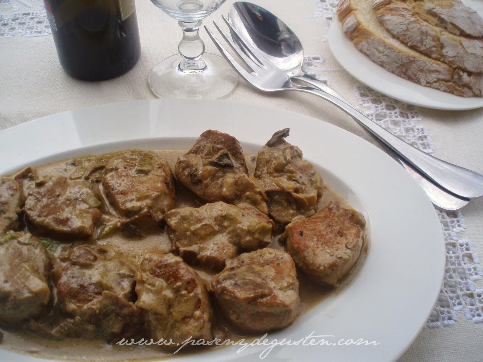 Pasen Y Degusten Solomillo De Cerdo Con Salsa De Boletus