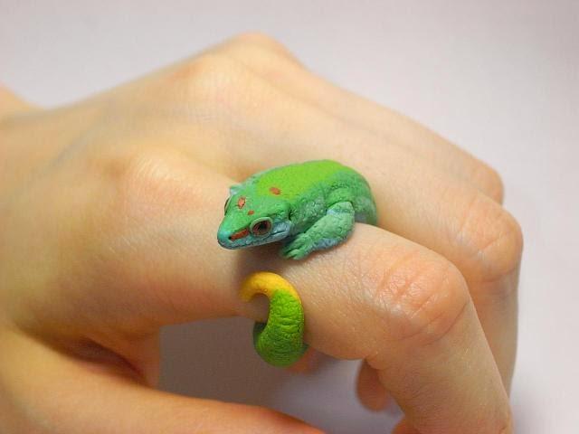 16-Hill-Madagascar-Gecko-Jiro-Miura-Count-Blue-www-designstack-co