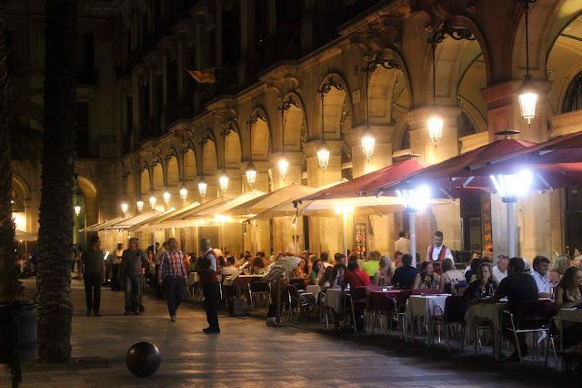 Plaza Mayor | Barcelona | Chichi Mary Blog