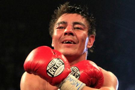 Jhonny Gonzalez vs. Jorge El Travieso Arce, desde Los Mochis, Sinaloa, 2014 | Ximinia